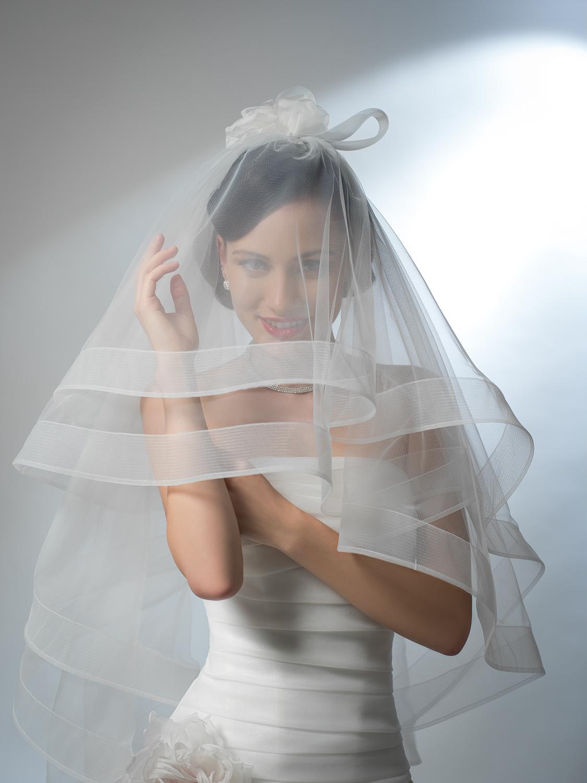 velo da sposa corto bordo rigido in orgnza e crine