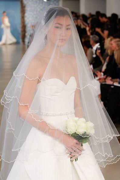 velo da sposa lunghezza media su vestito da sposa svasato