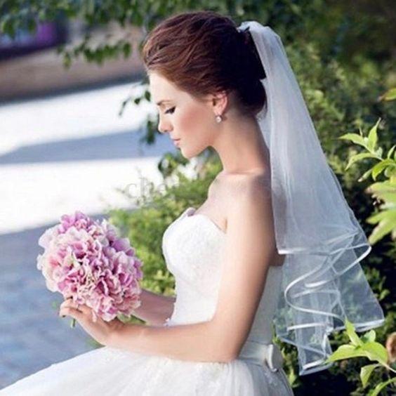 velo da sposa corto con bordo in raso