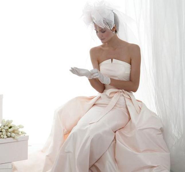 abito da sposa rosa con guantini corti le spose di Giò