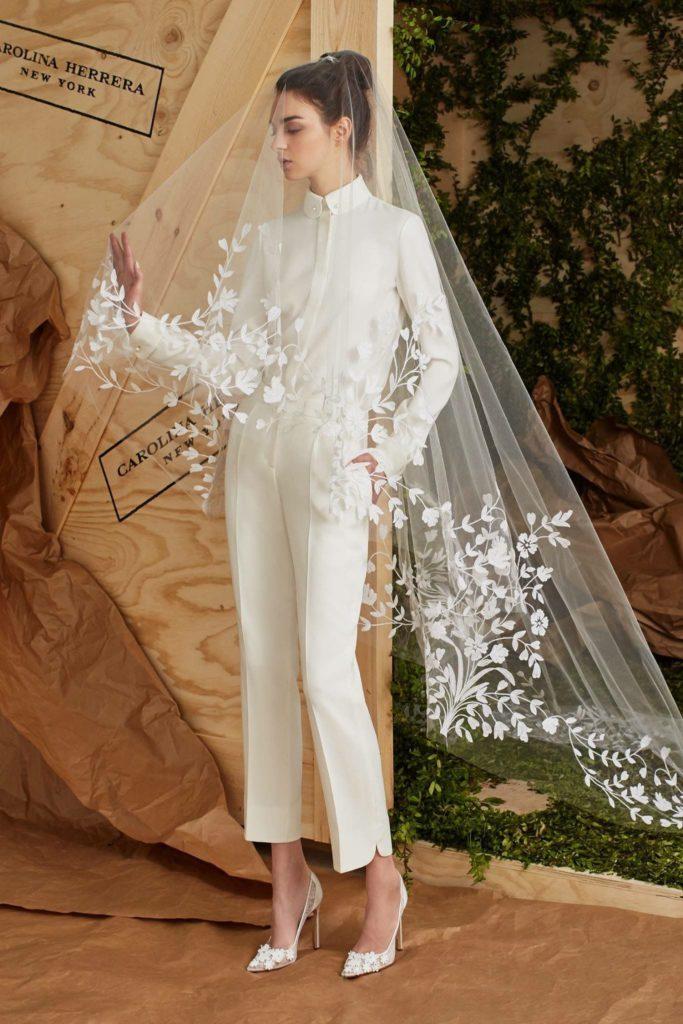 velo da sposa lungo indossato da sposa in pantaloni
