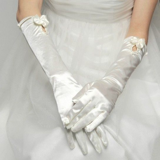 guanti da sposa in raso lunghezza media