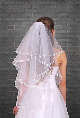 velo da sposa corto fissato con pettinino