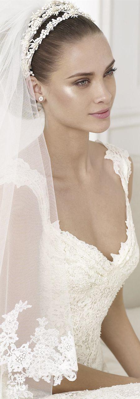 velo da sposa fissato con cerchietto