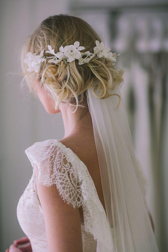 velo da sposa a madonna con coroncina di fiori