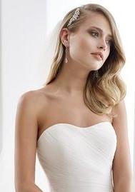 abito da sposa con scollatura decollete
