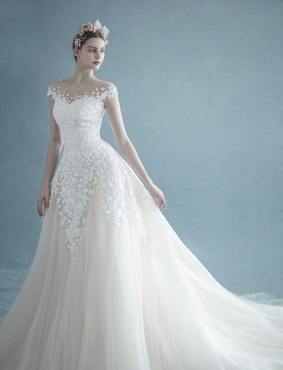 abito da sposa ampio con scollatura omerale