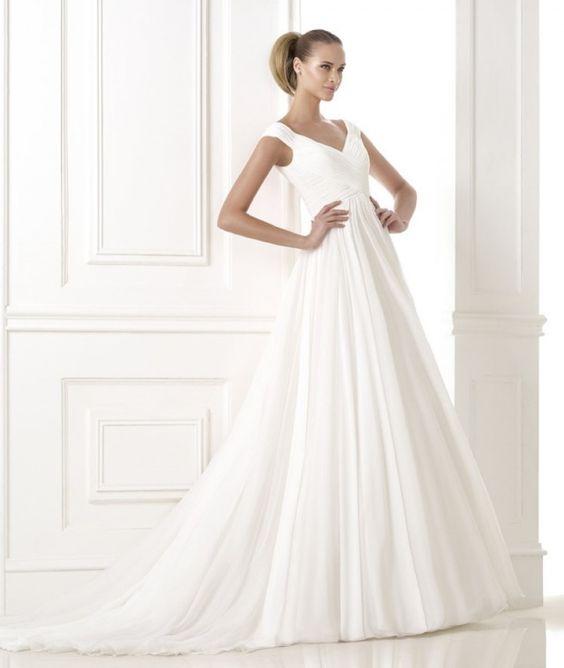 abito da sposa stile impero ampio con scollatura a V