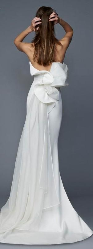 Vestito da sposa a sirena Antonio Riva con caduta in organza sul dietro