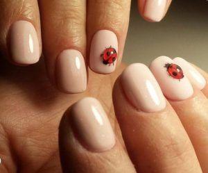 nail art sposa con coccinelle