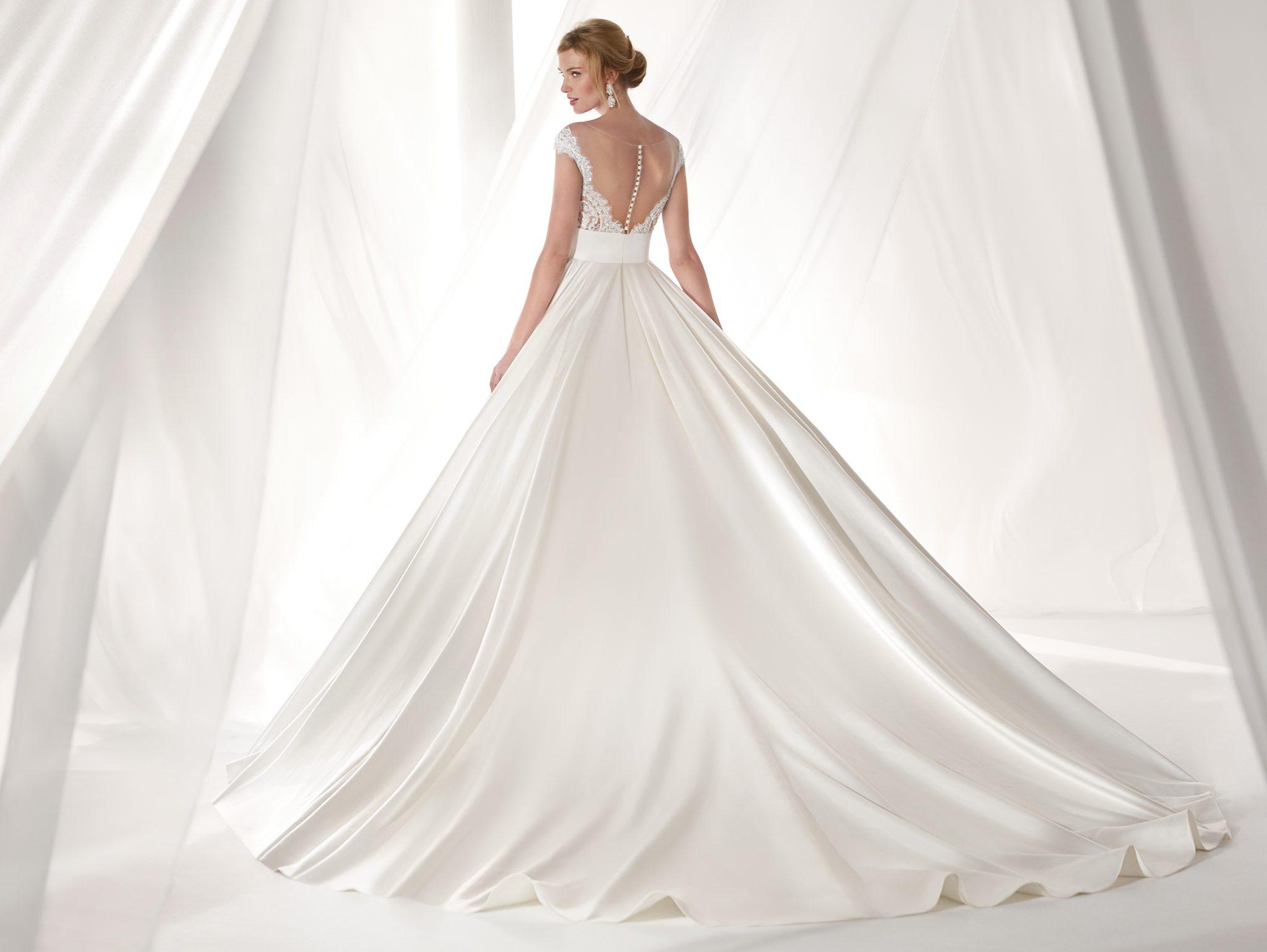 abito da sposa ampio Nicole dietro trasparente con bottoncini