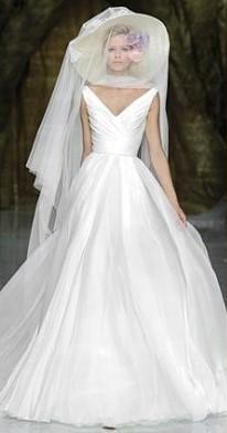 5bd7ed14b136 Con la consulenza della Fata Madrina trovi l abito da sposa dei tuoi ...
