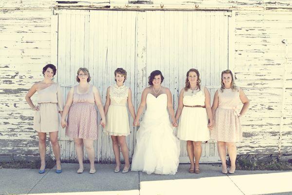 La scelta dell abito da sposa è un momento delicato ed importante per ogni  futura sposa f38d67086f2f