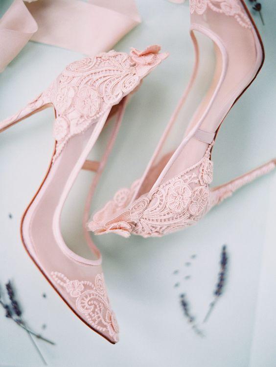 scarpe decolletè da sposa rosa con applicazioni in pizzo