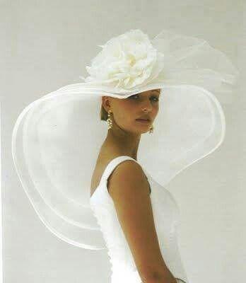 cappello da sposa a tesa larga con grande fiore in organza