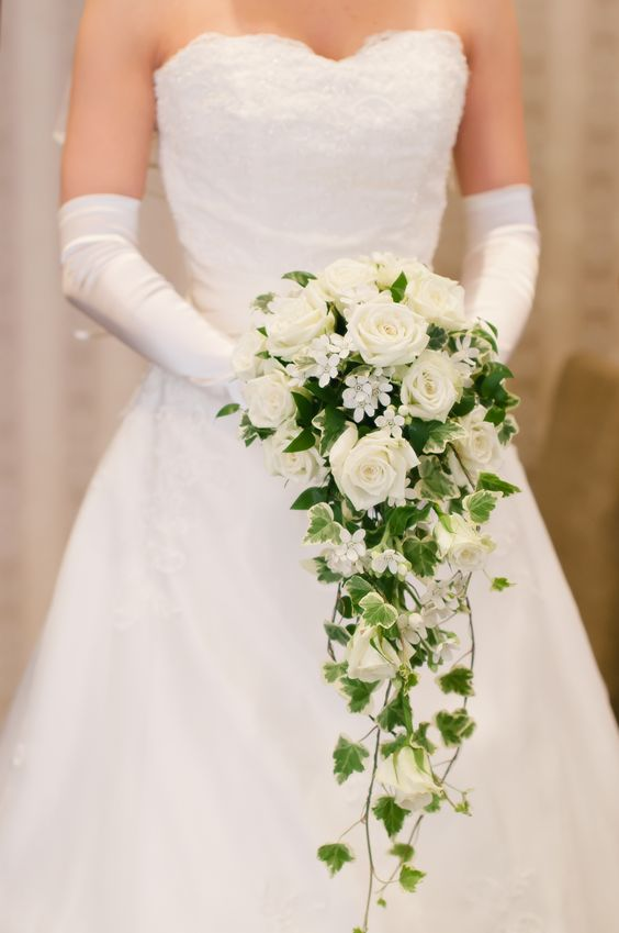 Bouquet Sposa Elegantissimo.Con La Consulenza Della Fata Madrina Trovi L Abito Da Sposa Dei