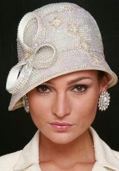 cappello da sposa a cloche in perle anni trenta