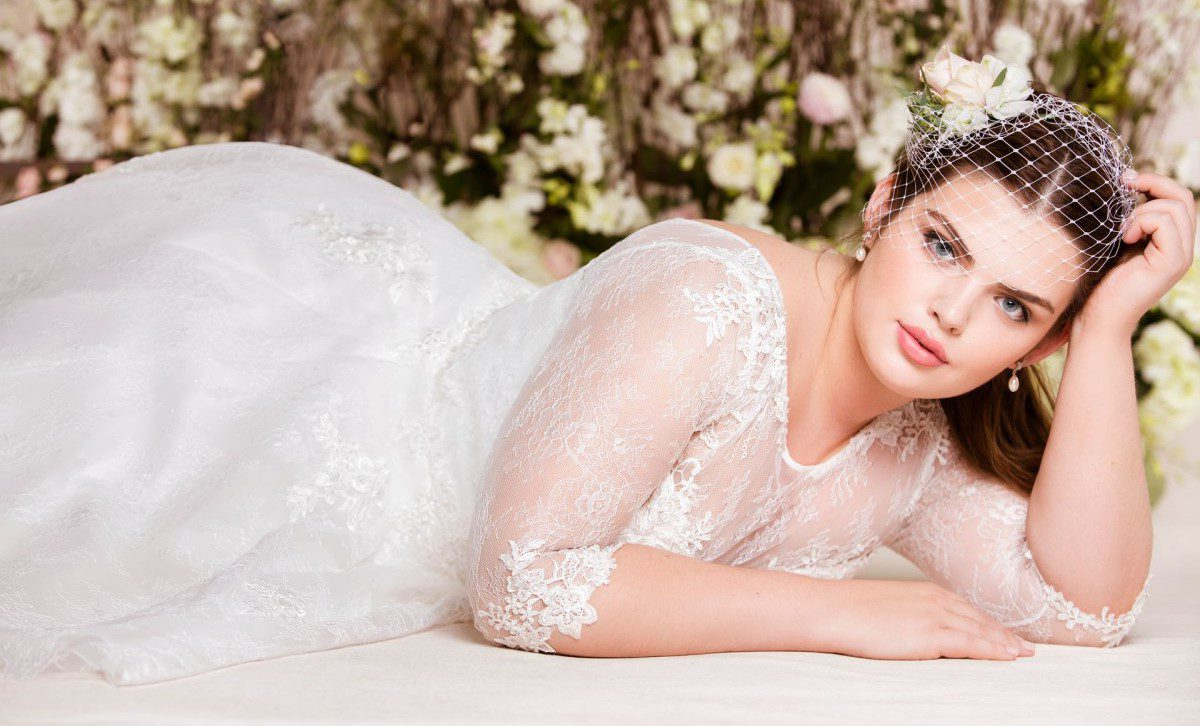 Sposa curvy  Bellissima con i suggerimenti della Fata Madrina. previous. 15   09. 2018. next 4ea33bba566f
