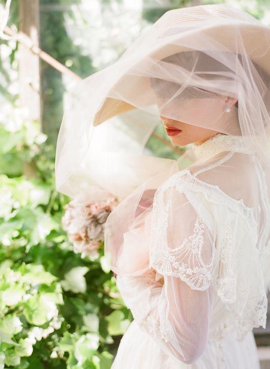 Cappello da sposa con velo