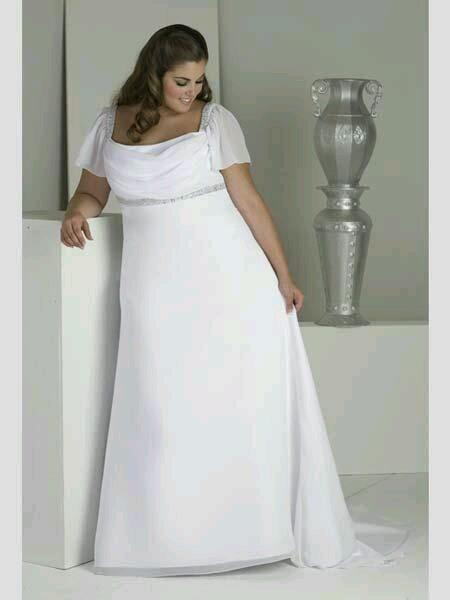 sposa curvy con abito stile impero in georgette