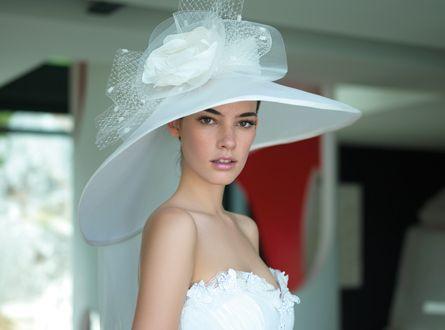 Cappello a falda larga   cappello da sposa a falda larga con fiori in seta  e tulle eccf3e1e966b