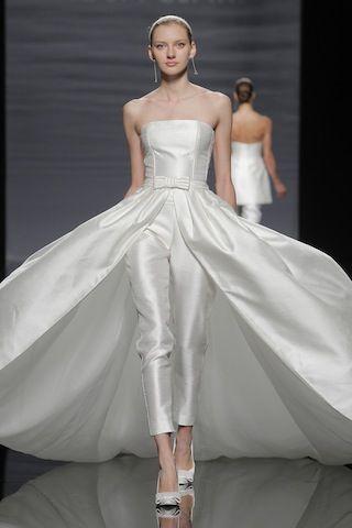vestito da sposa con pantaloni e gonna sovrapposta