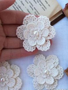 applicazioni fatte ad uncinetto per abito da sposa