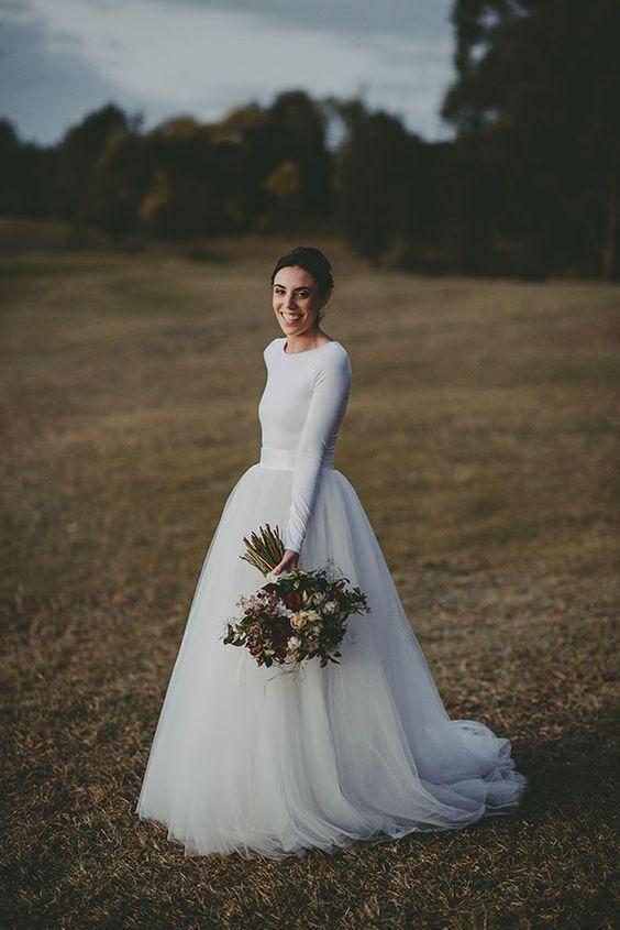 abito da sposa con maglioncino e gonna in tulle