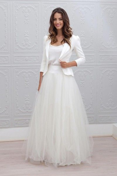 abito da sposa con gonna in tulle e blazer