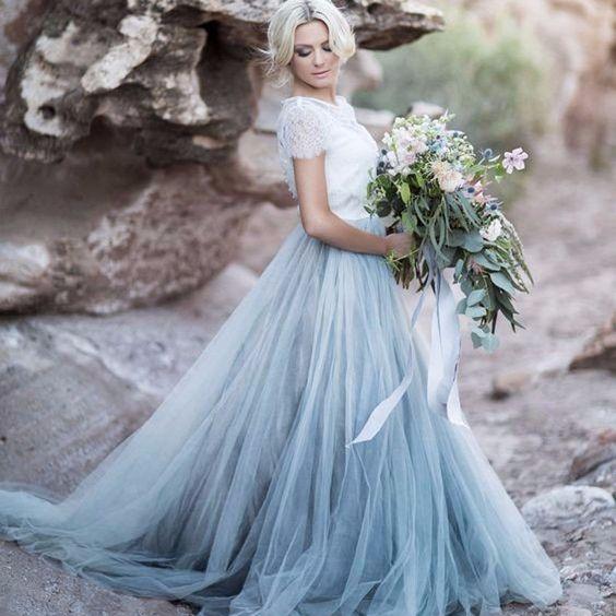 Abito da sposa con gonna in tulle azzurro