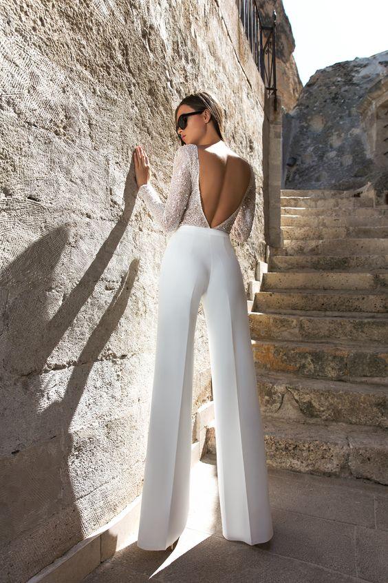 Abito da sposa con pantalone e corpetto manica lunga ricamato