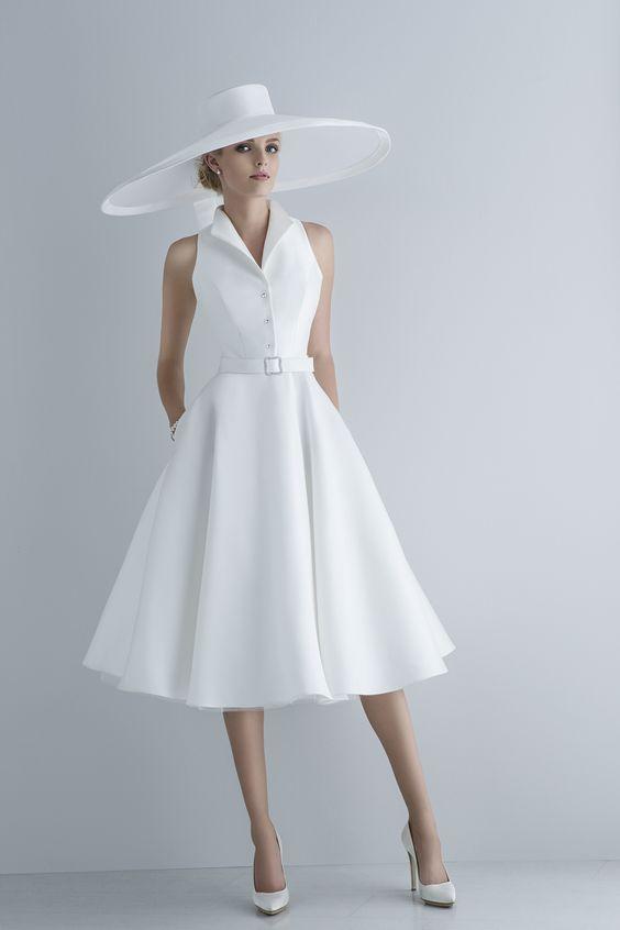 abito da sposa all'americana corto con cappello a falda larga