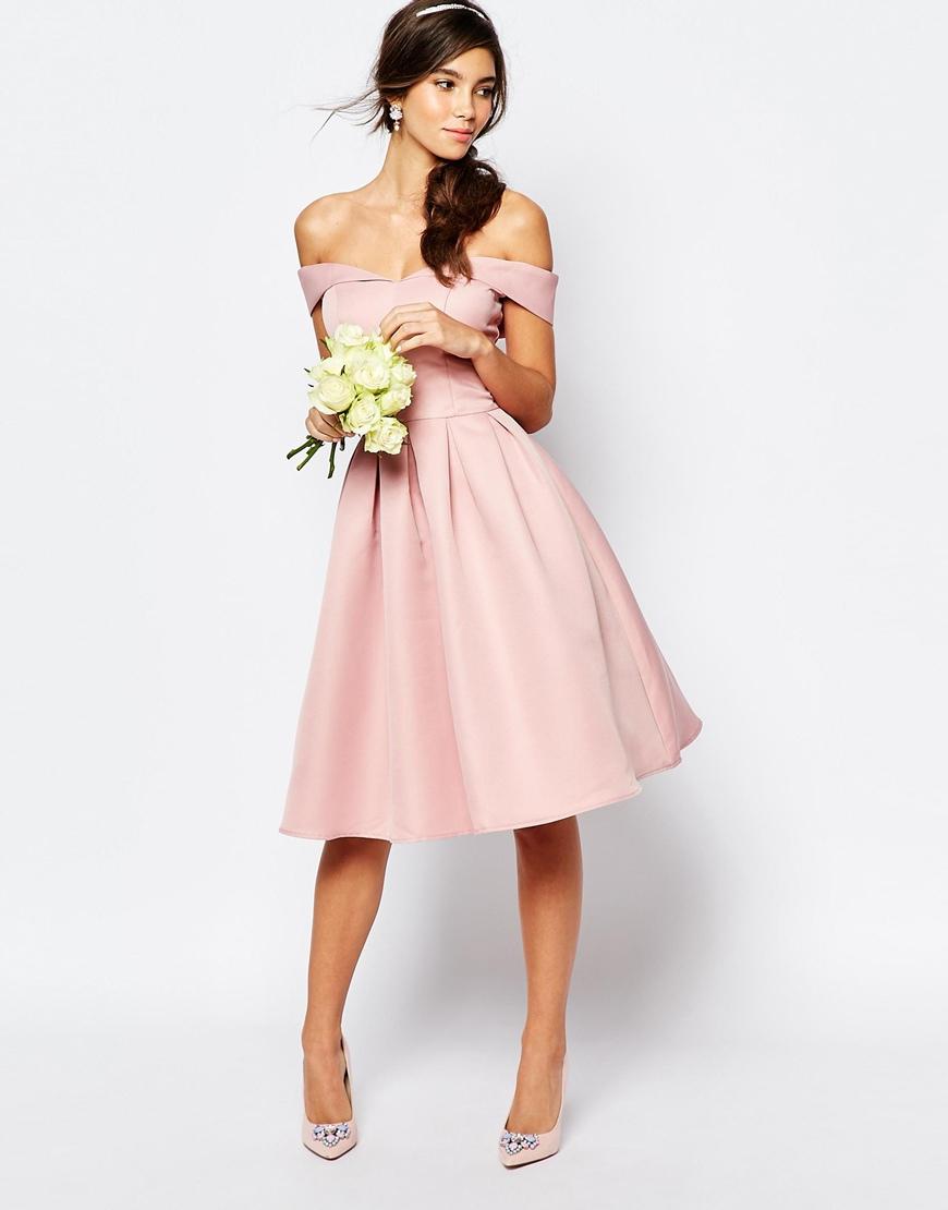 abito da sposa corto rosa con scollatura omerale