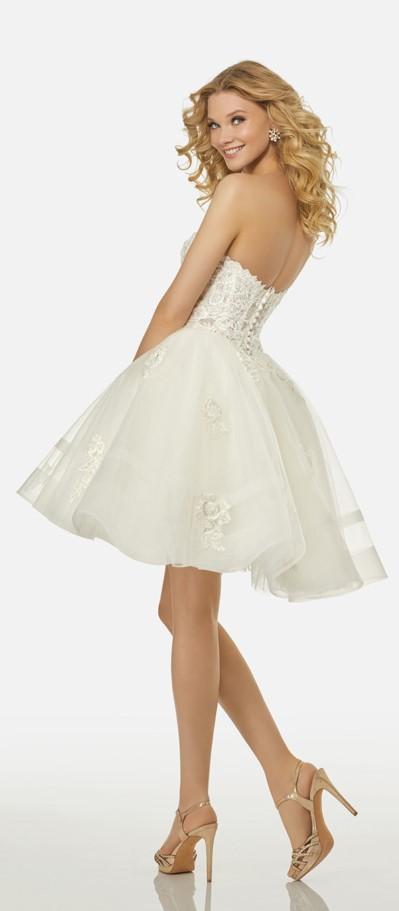 abito da sposa corto decolletè con gonna in tulle