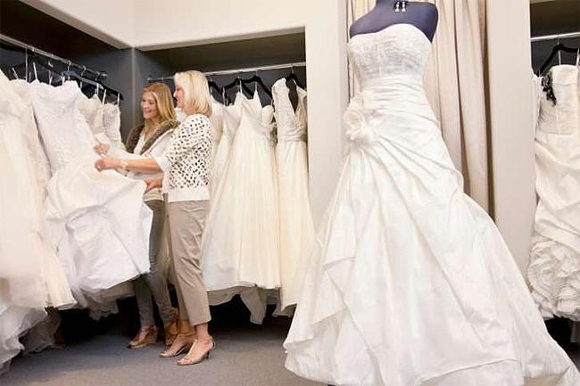 scelta dell'abito da sposa in outlet