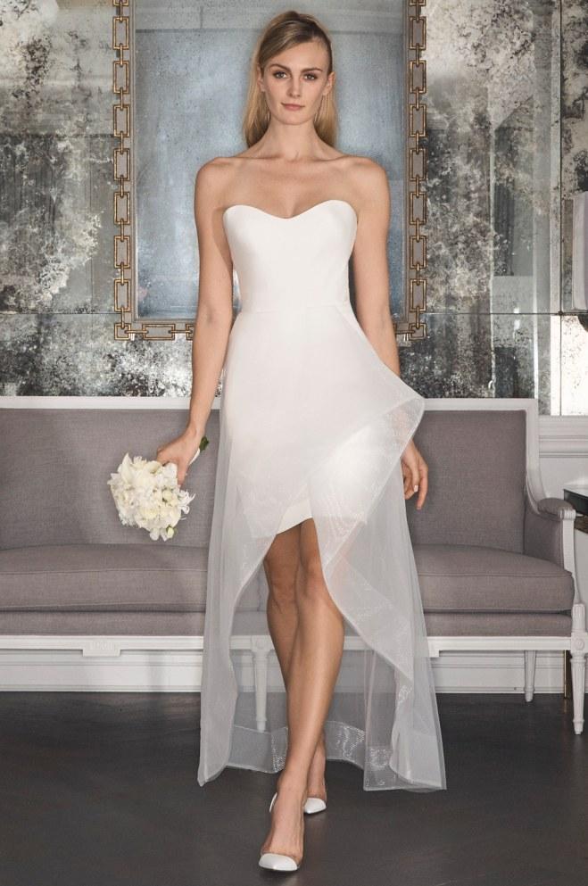 abito da sposa corto decolletè con sopragonna in organza