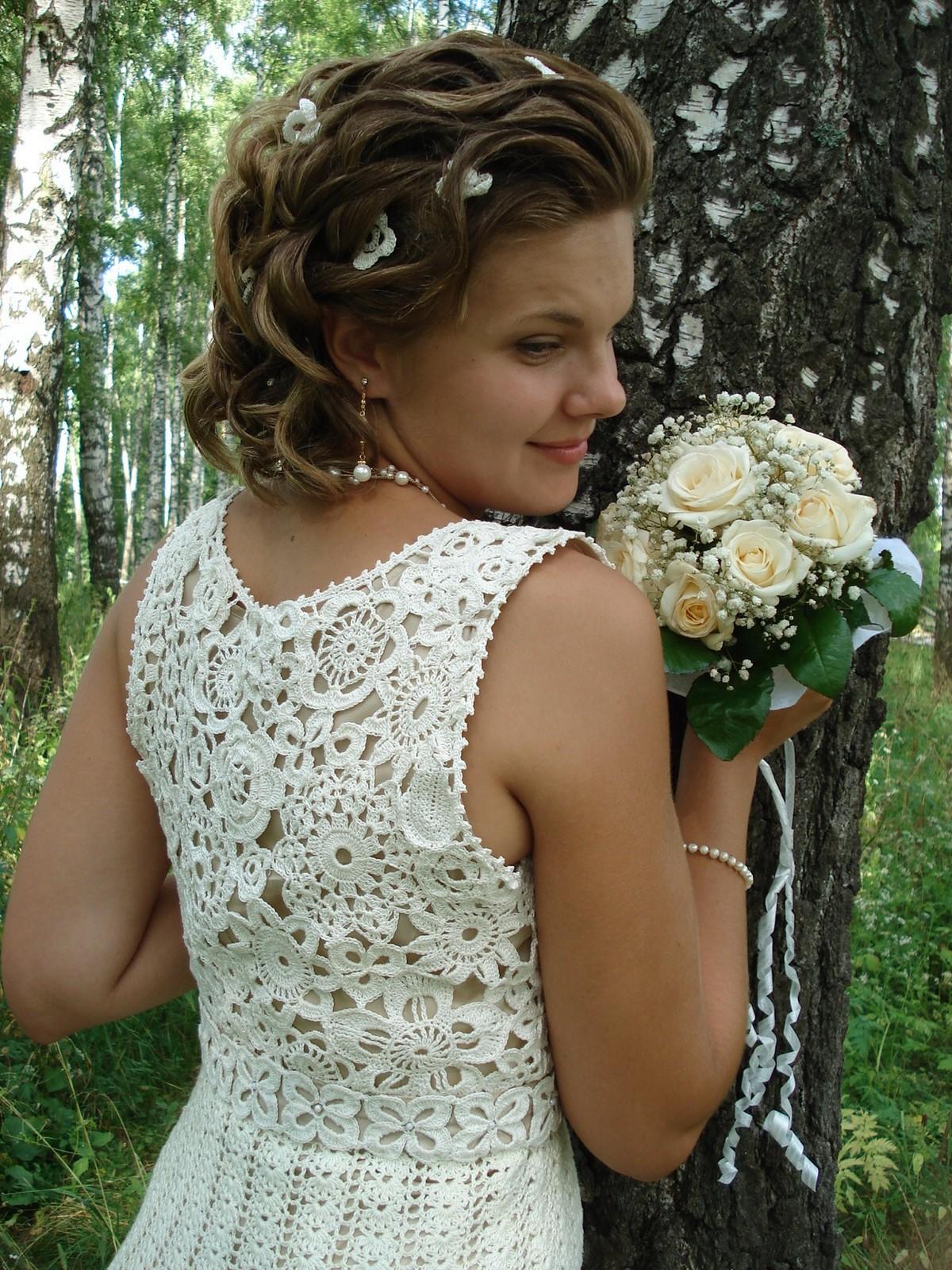 abito da sposa lavorato all'uncinetto