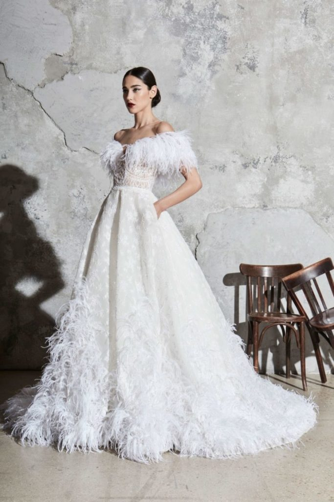 abito da sposa con piume Zuahir Murad 2020