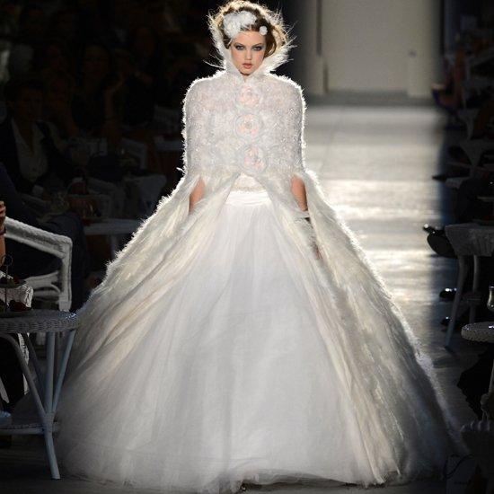 abito da sposa con piume chanel