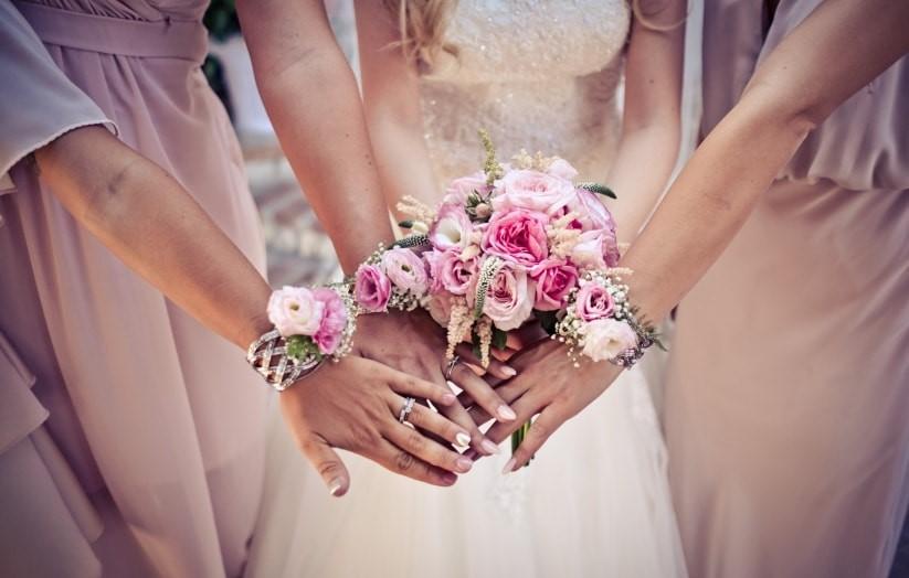 bouquet da polso per damigelle della sposa
