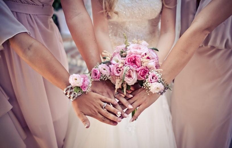 bouquet da polso per damigelle di nozze