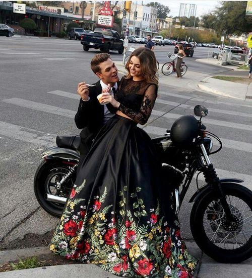 abito da sposa nero con gonna a fiori