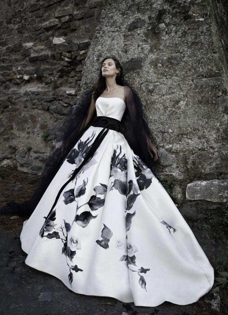 abito da sposa ampio con stampe floreali nere Angelozzi Couture