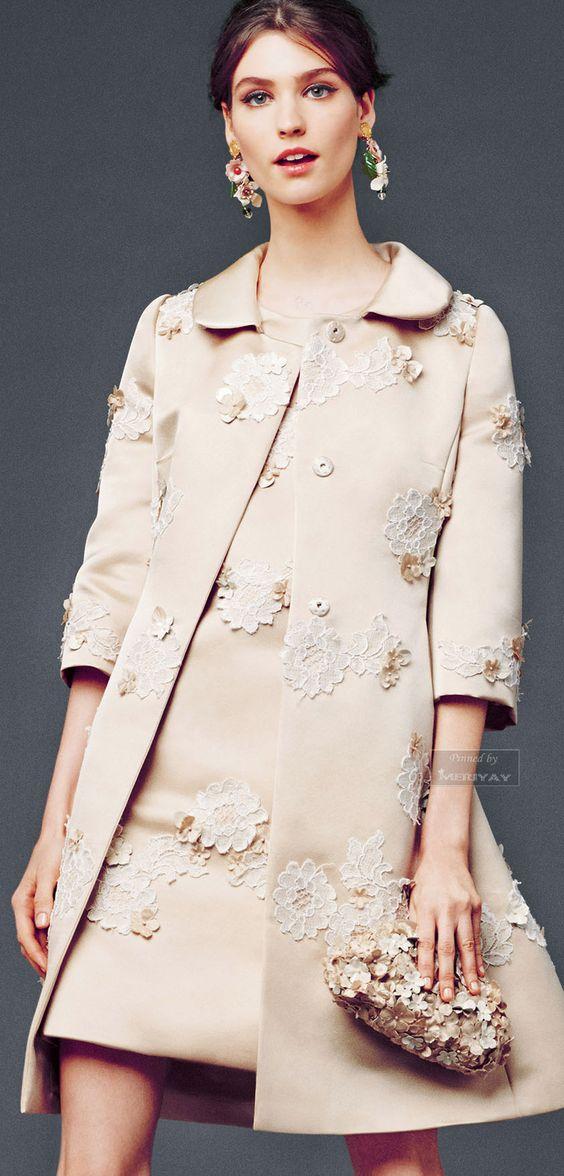 abito da cerimonia mamma della sposa e soprabito con applicazioni in pizzo effetto 3D Dolce e Gabbana