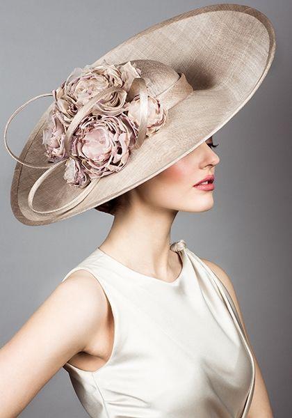 mamma della sposa con cappello