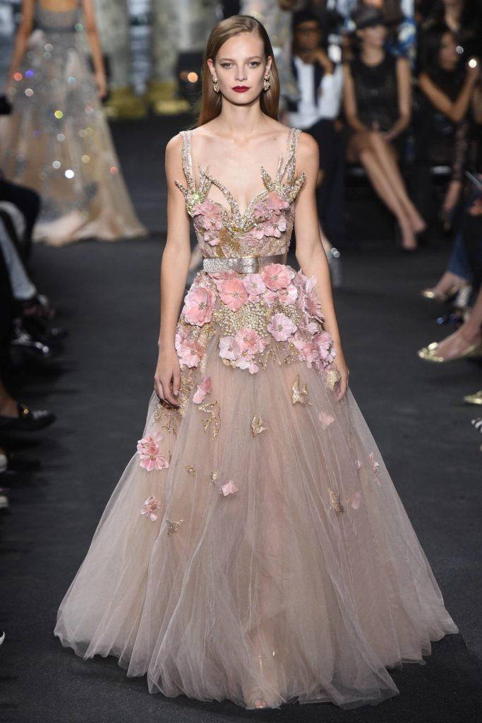 abito da sposa oro con fiori 3D rosa