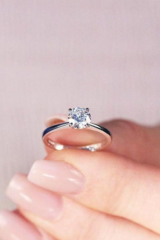 anello di fidanzamento con solitario
