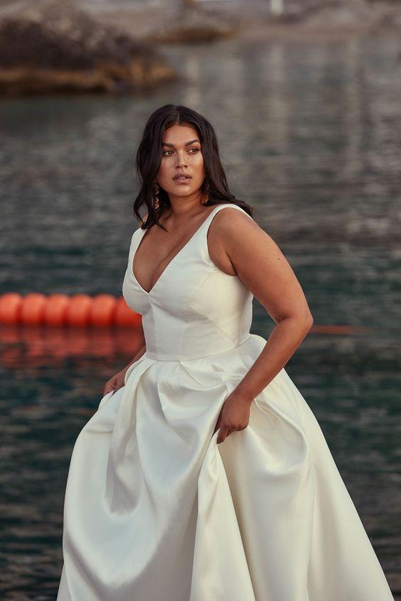 abito da sposa curvy minimal ampio
