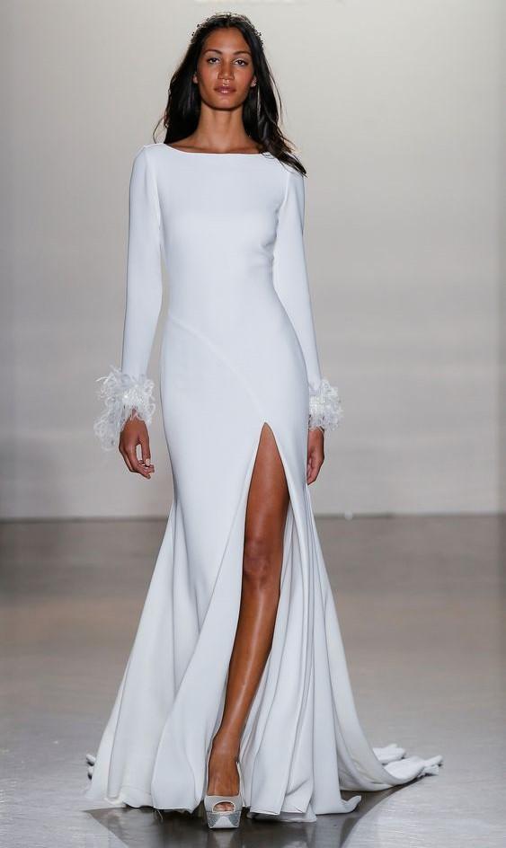 abito da sposa minimal con maniche lunghe Pronovias