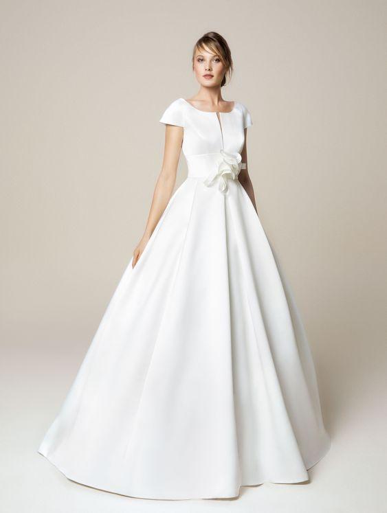 abito da sposa minimal ampio a mezze maniche
